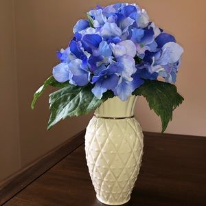 Lenox Matelasse Medium Vase with Hydrangea